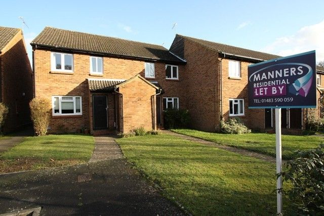 Thumbnail Flat to rent in Selby Walk, Horsell, Woking