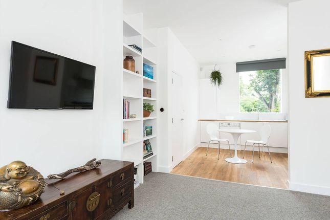 2 bed flat to rent in Allen Road, Stoke Newington