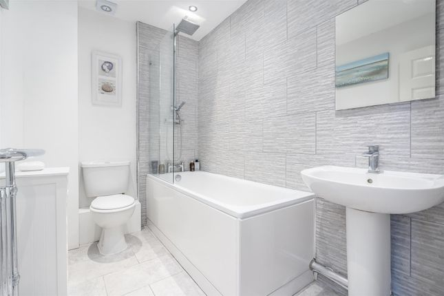 Bathroom 1 of Tanners Crescent, Hertford SG13