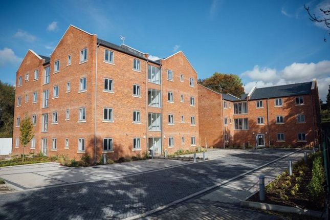 Thumbnail Flat for sale in Bromyard Road, Worcester, Worcestershire