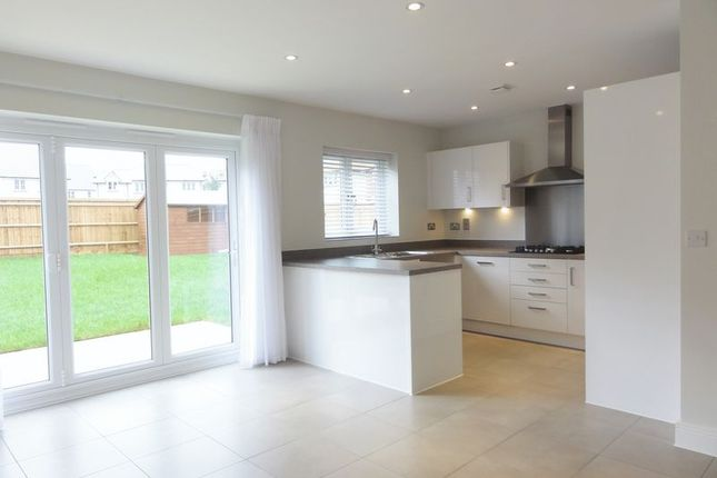 Thumbnail Detached house to rent in Oak Road, Billingshurst