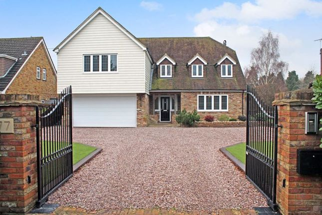 4 bed detached house for sale in Castledon Road, Wickford SS12
