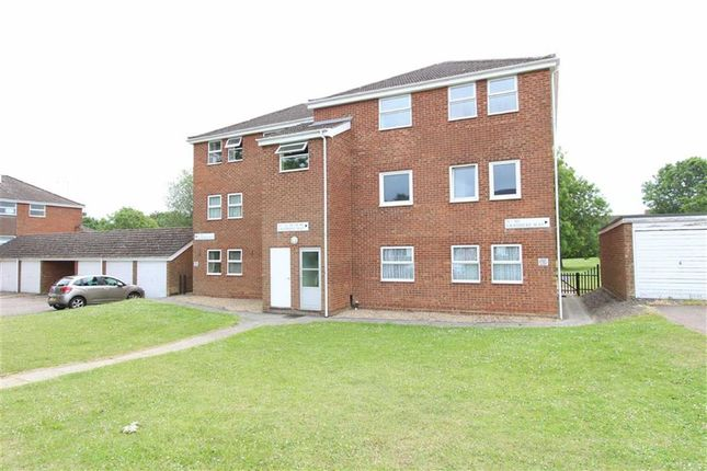 Thumbnail Flat for sale in Grasmere Way, Leighton Buzzard