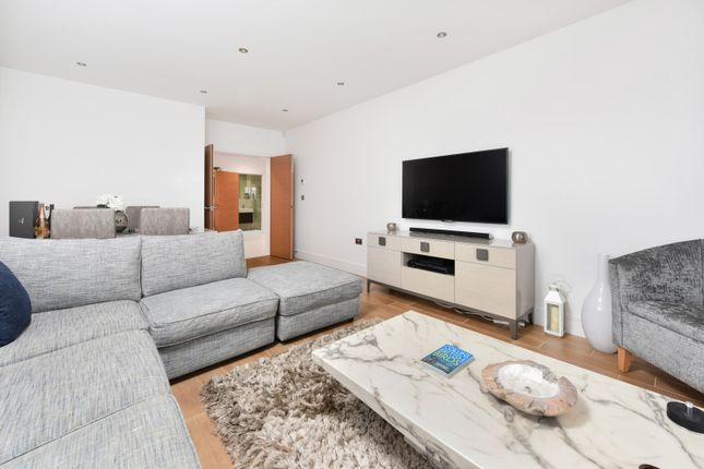 Thumbnail Flat for sale in Athena Court, Chase Ridings Road, Enfield, London