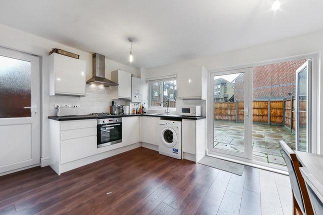 Thumbnail Flat to rent in Goodwin Close, London