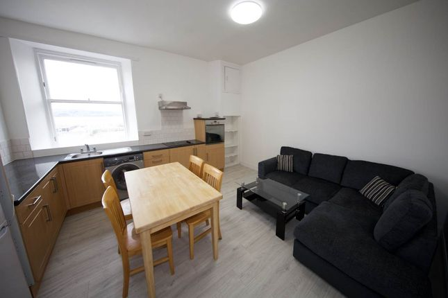 Thumbnail Flat to rent in Whitehall Crescent, Dundee