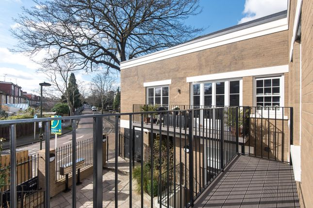 Thumbnail Flat to rent in Rosslyn Road, Twickenham, Middlesex, UK