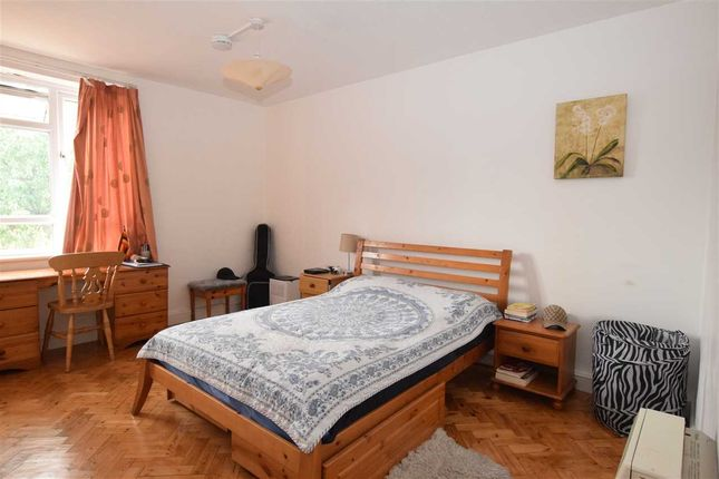 Thumbnail Shared accommodation to rent in Pembroke Place, Broomfield, Chelmsford