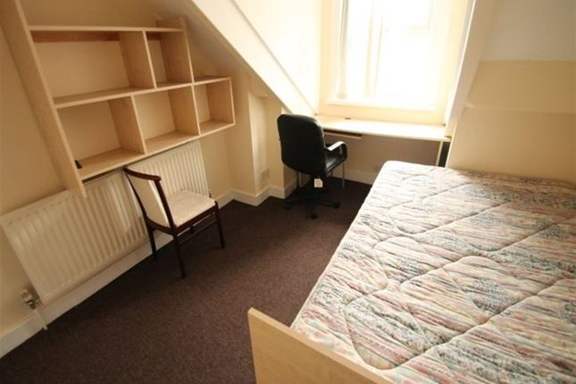 Thumbnail Flat to rent in Brudenell Grove, Hyde Park, Leeds