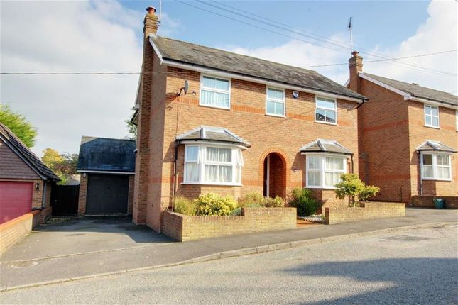 Thumbnail Detached house for sale in Queen Street, Tring