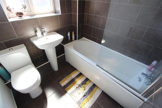 Bathroom of Rydale Court, Hull HU5