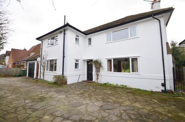 Thumbnail Detached house to rent in Shelvers Way, Tadworth