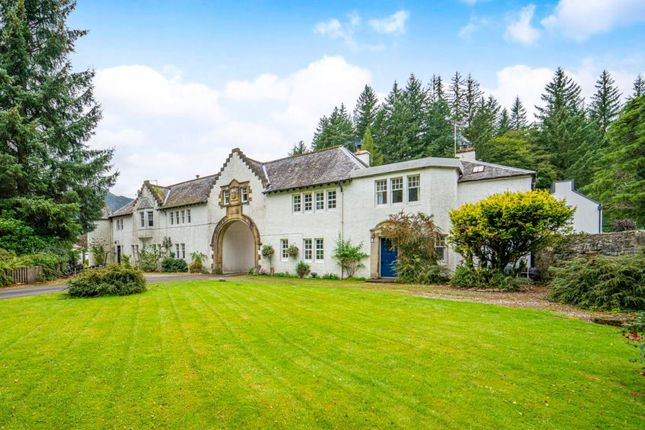 Thumbnail Terraced house for sale in The Square, Perthshire