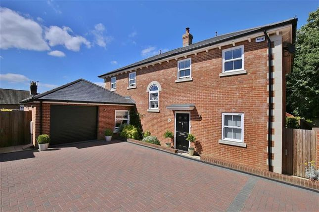 Thumbnail Detached house for sale in Mellinges Close, West Malling