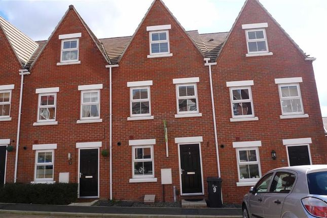 Thumbnail Town house to rent in Greenhalgh Crescent, Ilkeston, Derbyshire