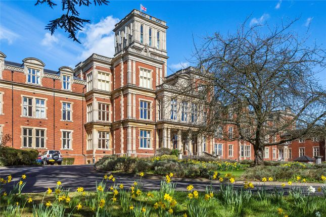 Thumbnail Flat for sale in Victoria Court, Royal Earlswood Park, Redhill, Surrey