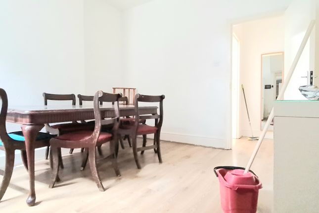 Thumbnail Flat to rent in St Lloyes, London