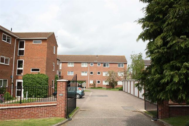 Thumbnail Flat to rent in Fairlawns, Newmarket, Newmarket