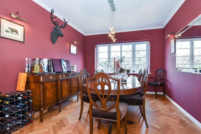 Thumbnail Flat for sale in Roehampton Close, London