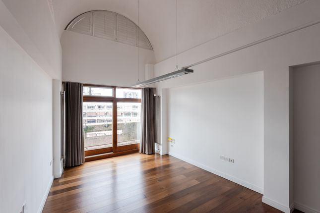 1 bed flat to rent in Frobisher Crescent, Barbican, London EC2Y