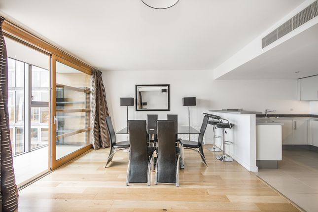 2 bed flat to rent in Lombard Road, London
