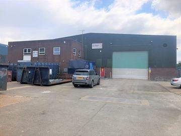 Thumbnail Commercial property to let in Dallow Road, Luton