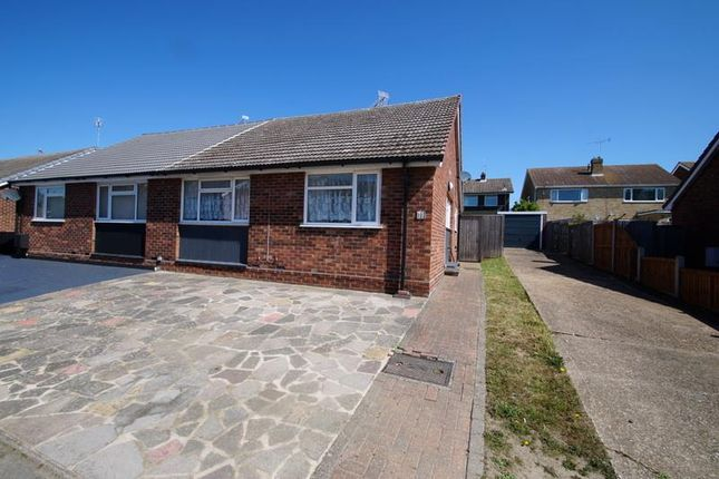Thumbnail Bungalow to rent in Ramplings Avenue, Clacton-On-Sea