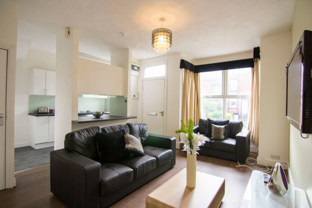 Thumbnail Property to rent in St. Anns Mount, Burley, Leeds