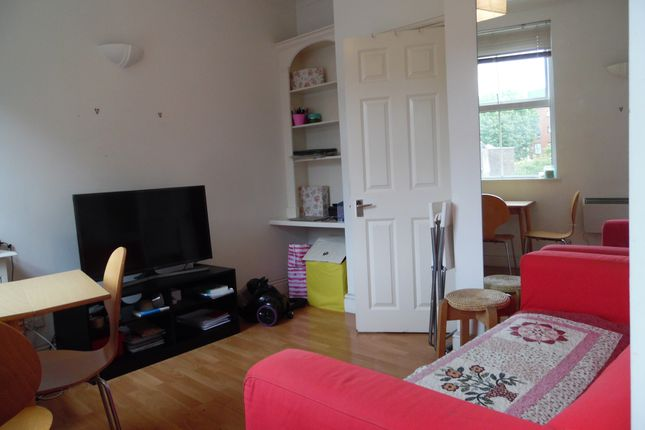 Thumbnail Flat to rent in Battersea High Street, Clapham Junction