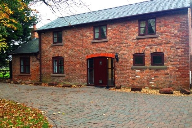 Thumbnail Cottage to rent in Parkgate Road, Woodbank, Chester