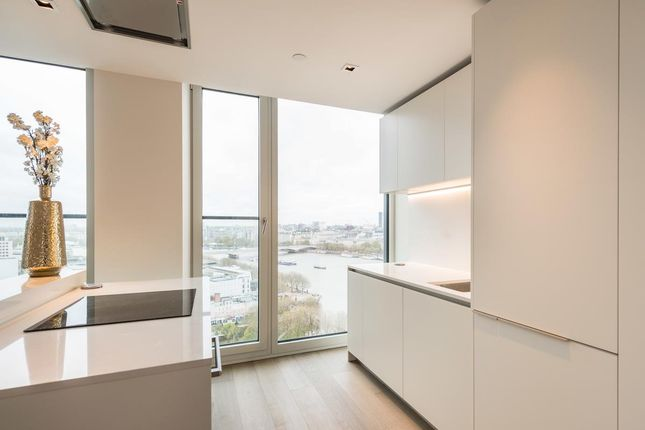 2 bed flat to rent in Southbank Tower, Southbank, London SE1