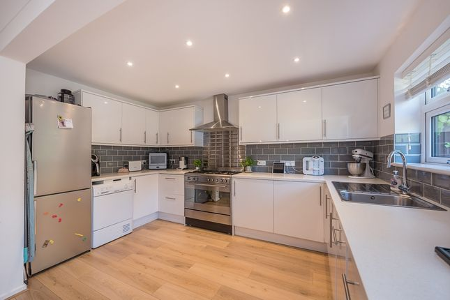 Thumbnail Semi-detached house to rent in Greatfield Close, Harpenden