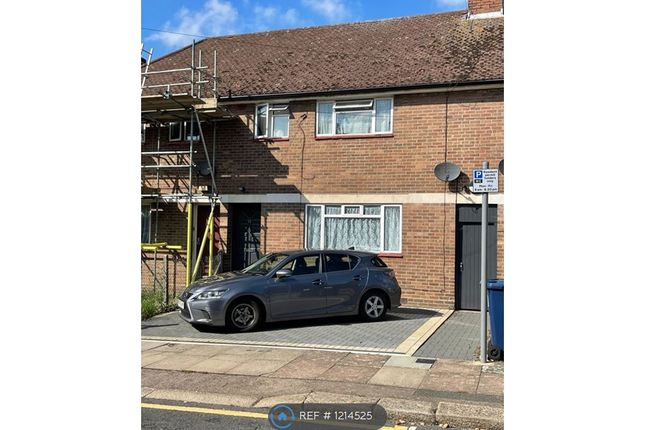 4 bed terraced house to rent in Horton Avenue, London NW2