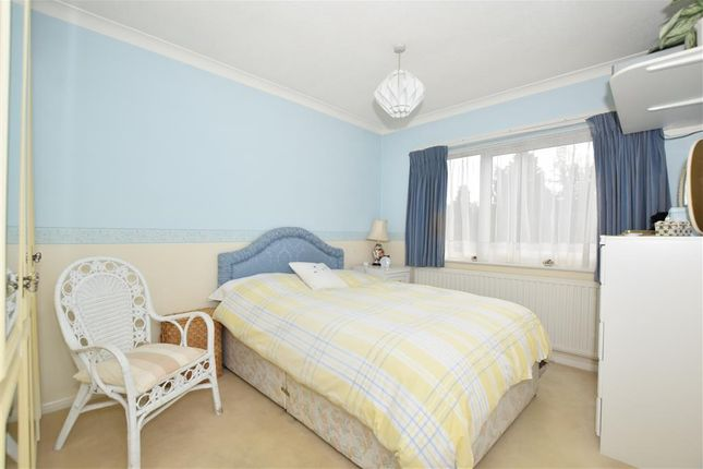 Thumbnail Flat for sale in Lower Queens Road, Ashford, Kent
