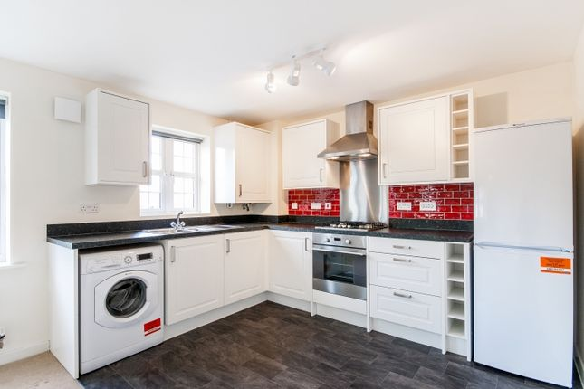 Thumbnail Flat to rent in Woodford Way, Witney