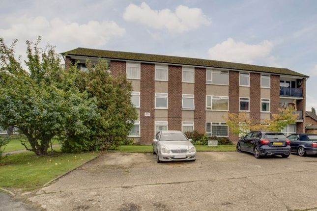 3 bed flat for sale in Cressington Place, Bourne End SL8