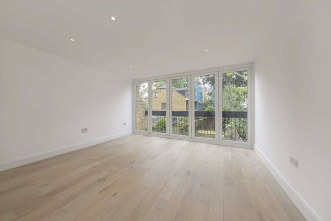 4 bed property to rent in Jerome Crescent, London NW8