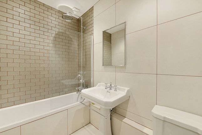 Flat to rent in Linden Gardens, Notting Hill