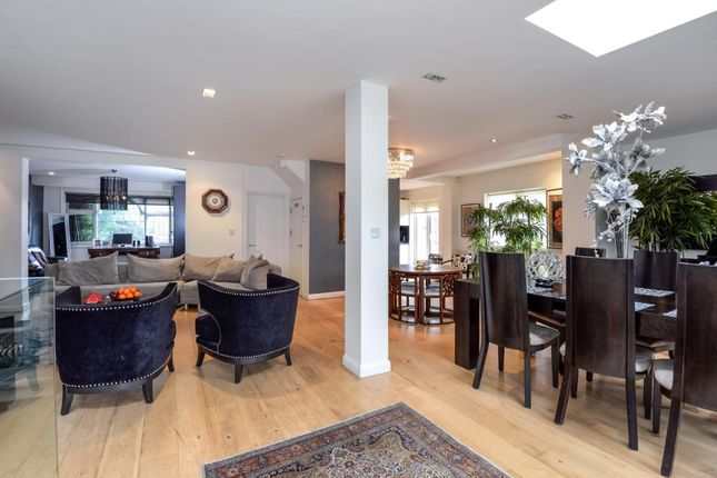 Thumbnail Semi-detached house to rent in Deansway, London N2,