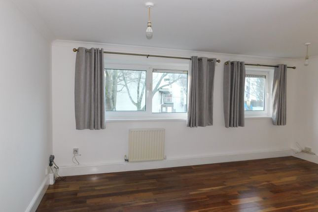 Thumbnail Flat to rent in Northbrook Close, Portsmouth