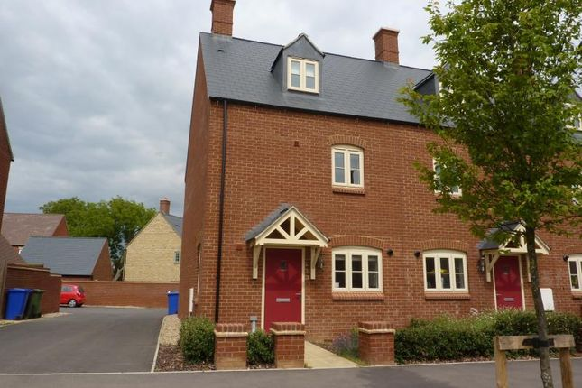 Thumbnail Town house to rent in Poppyfields Way, Brackley