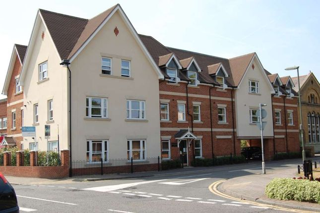 1 bed flat to rent in Crouch Oak Lane, Addlestone