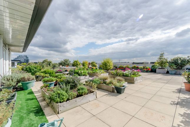 Thumbnail Flat for sale in Smugglers Way, Wandsworth Town, London