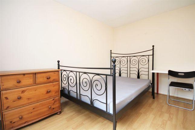 Thumbnail Flat to rent in Newington Green Road, London