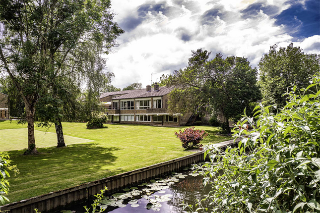 Thumbnail Property to rent in 2 Cleeve Court, Streatley On Thames
