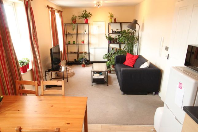 Open Plan Living/Dining Room And Kitchen