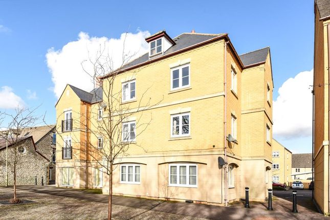 Thumbnail Flat to rent in Central Witney, Oxfordshire