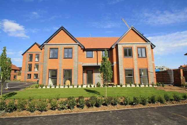 Thumbnail Flat for sale in Barnaby Court, Wallingford