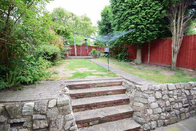 Photo 12 of Elmwood Crescent, Luton LU2