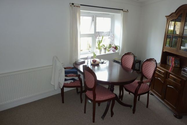 Lounge of Becks Road, Sidcup DA14